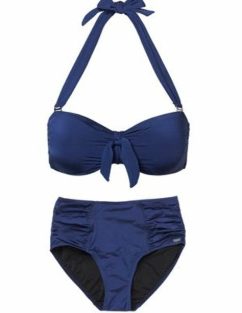 I 60-TALLSSTIL: Bikinitopp med sløyfe og snøring (kr 500) og hipster-underdel (kr 325, begge fra Abecita).