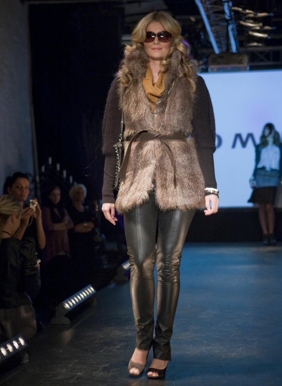 Trenden er ikke over: Blanke, svarte tights vil også bli å finne på Vero Moda.  Foto: Per Ervland