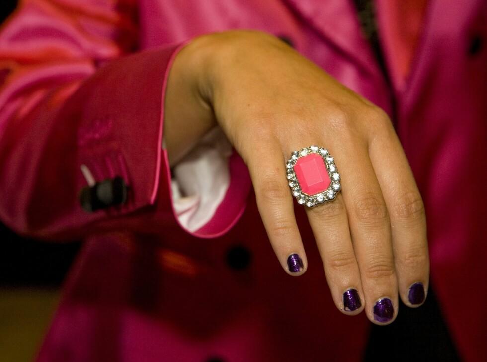 Ingen ting var overlatt til tilfeldigheten på åpningen av Oslo Fashion Week, så her matchet smykkene med blazeren.