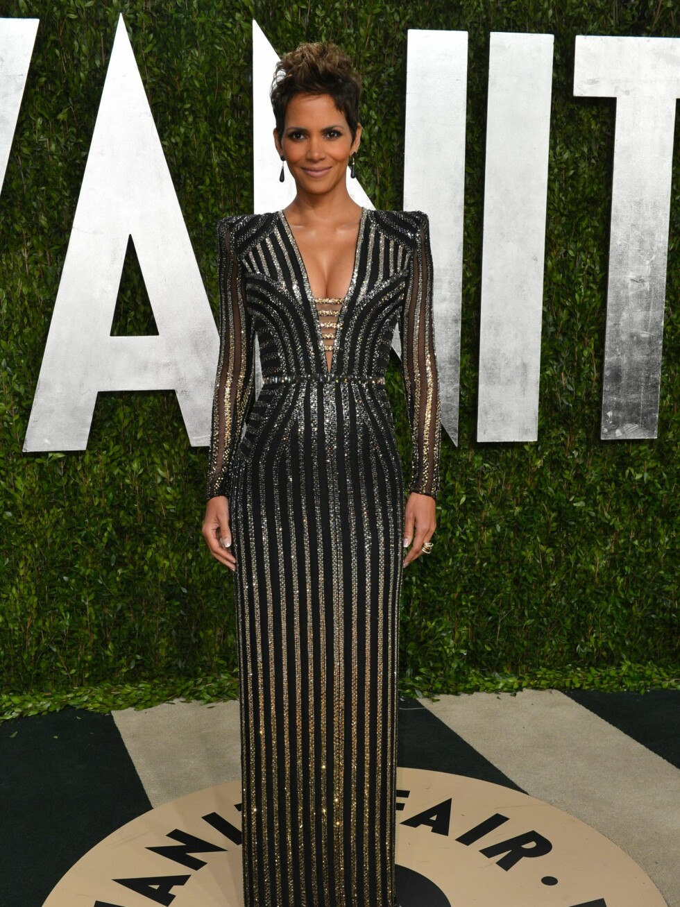 WEST HOLLYWOOD, CA - FEBRUARY 24:  Actress Halle Berry arrives at the 2013 Vanity Fair Oscar Party hosted by Graydon Carter at Sunset Tower on February 24, 2013 in West Hollywood, California.  (Photo by Alberto E. Rodriguez/WireImage) Foto: All Over Press