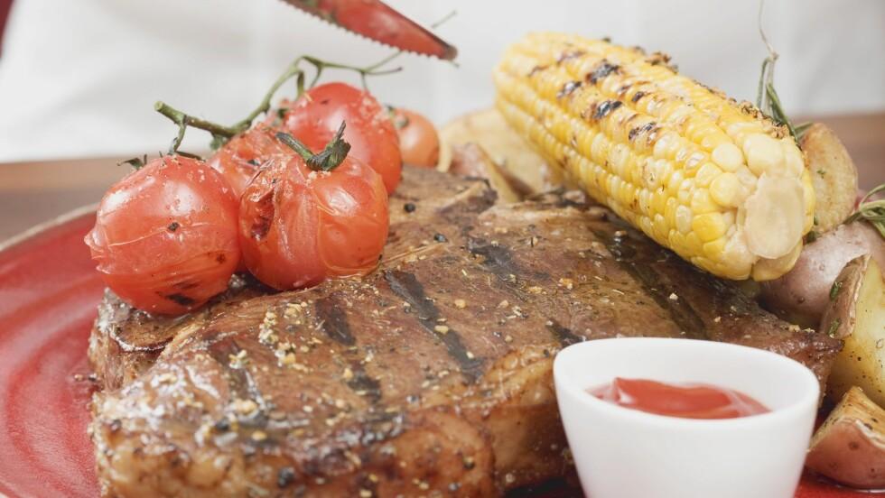 RØDT KJØTT: Hvor ofte spiser du biff, kjøttdeig, pølser og kjøttboller til middag?  Foto: All Over Press