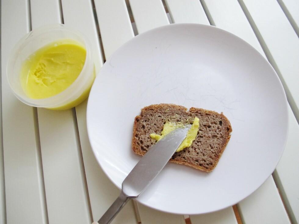 KLART TIL BRUK: Du kan lage ditt eget, bremyke smør på 1-2-3 - og det er sunnere enn Bremykt. Foto: Stine Okkelmo