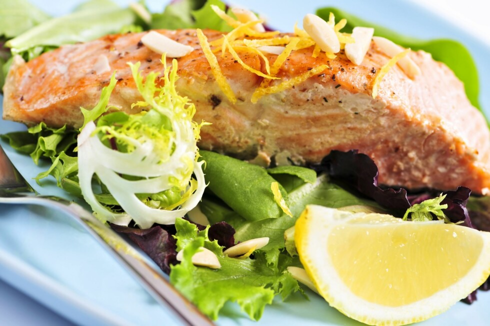 FET FISK: Laks er blant matvarene som bidar til det gode kolesterolet, som for de fleste fortsatt er positivt for helsen. Foto: All Over Press