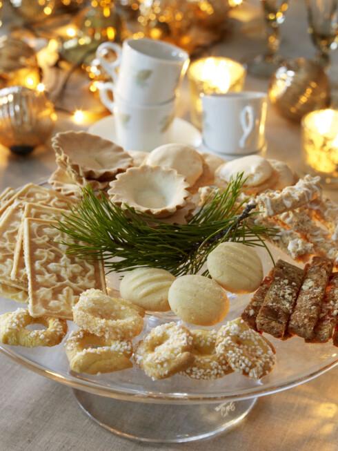 SØTE KAKER: Tradisjonelle julekaker inneholder omtrent like mange kalorier som sjokolade. Foto: All Over Press