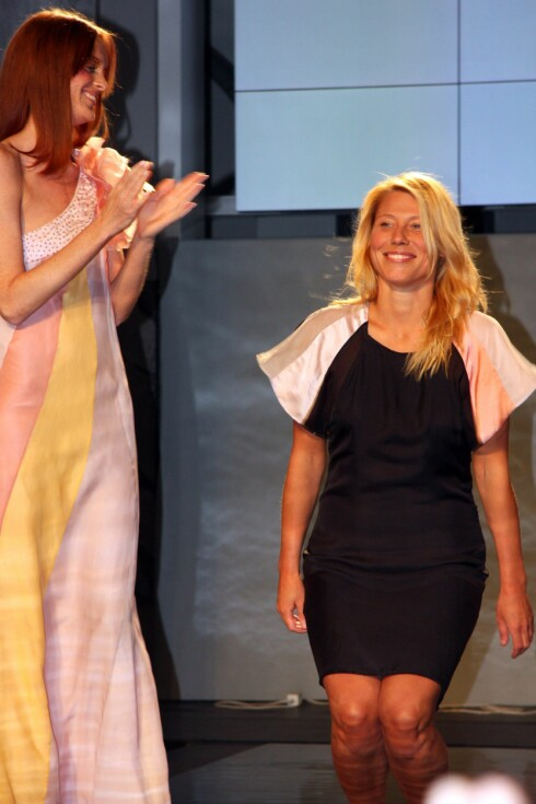FOR KVINNER SOM TØR: - Kolleksjonen er for selvstendige kvinner som er bevisste og opptatte av sin egen stil, sier designer Helene Westbye til kk.no. Her fra catwalken etter endt visning torsdag. Foto: Cecilie Leganger