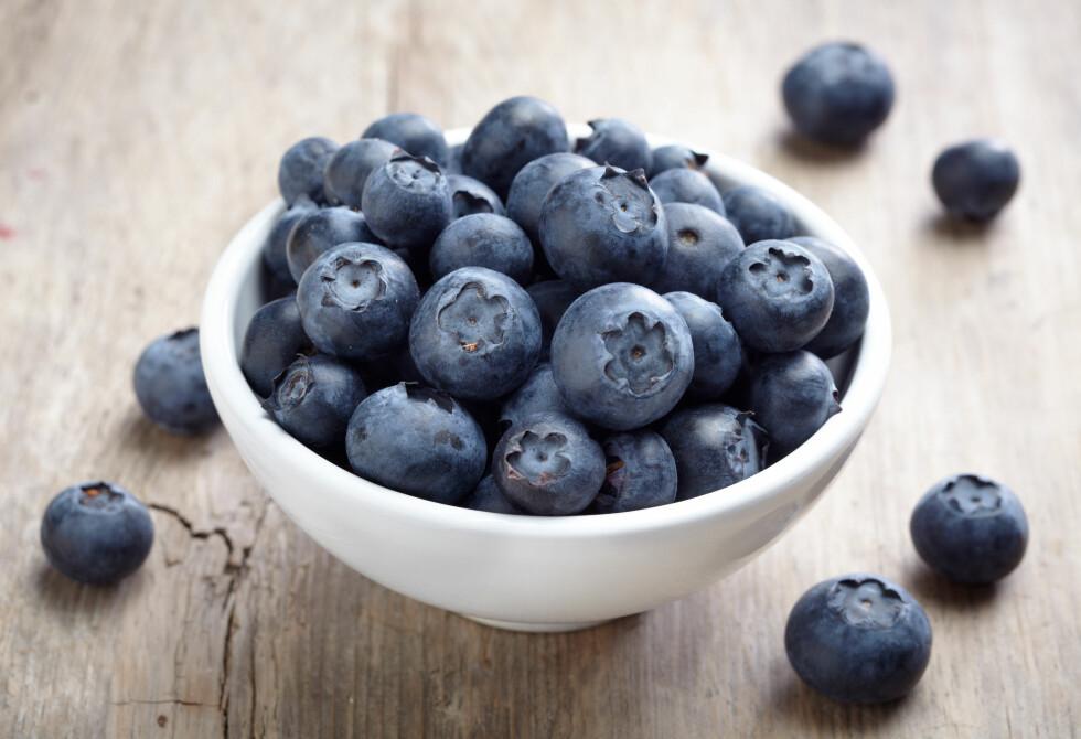 BLÅBÆR: Blåbær inneholder sterke fargestoffer som kan gjøre at avføringen din kan bli ganske mørk.  Foto: Mara Zemgaliete - Fotolia