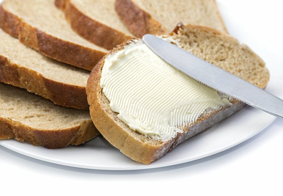 TYKT LAG? I tillegg til valg av margarin, kan det selvsagt også være en idé å tenke over hvor mye margarin du smører på skiven. Foto: NTB Scanpix