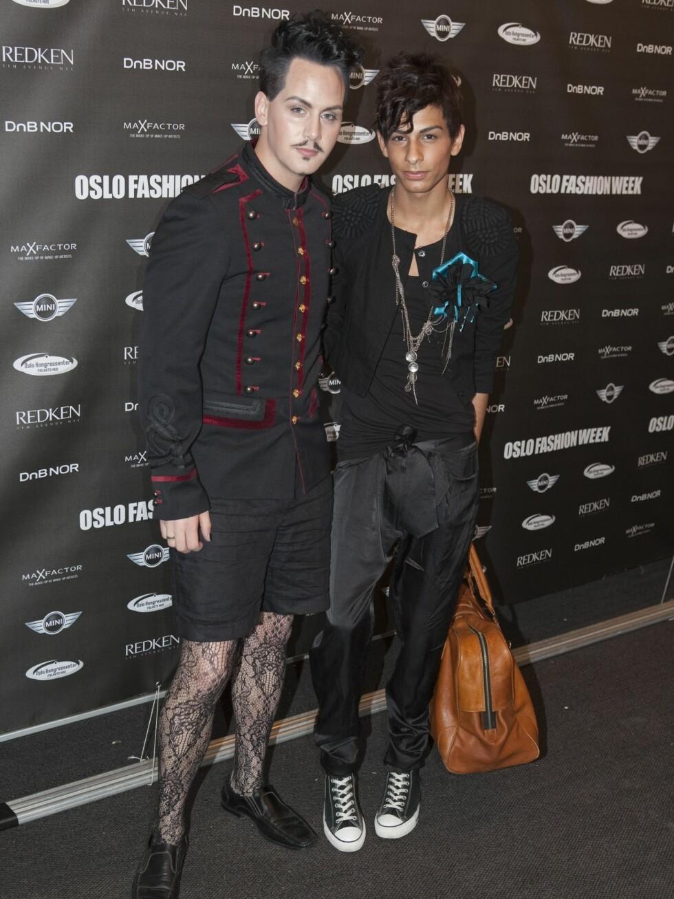 Makeup-artist og stylist Stephan Ulvund Øien (til venstre) i svarte blondestrømper. Foto: Per Ervland - alle foto