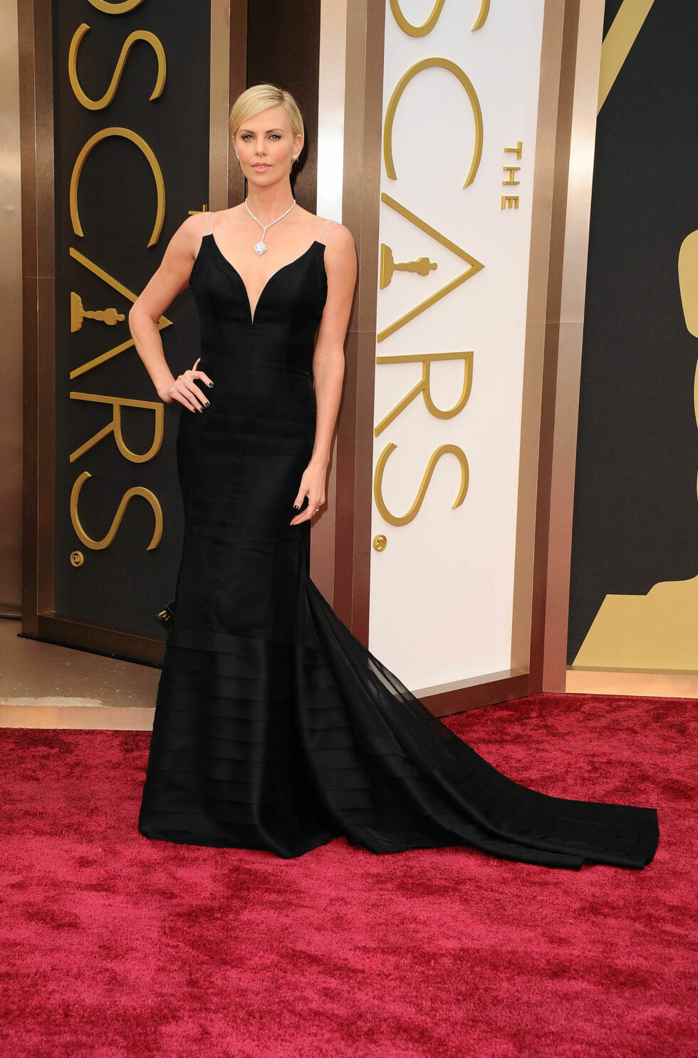 Charlize Theron i kjole fra Dior Haute Couture. Foto: All Over Press