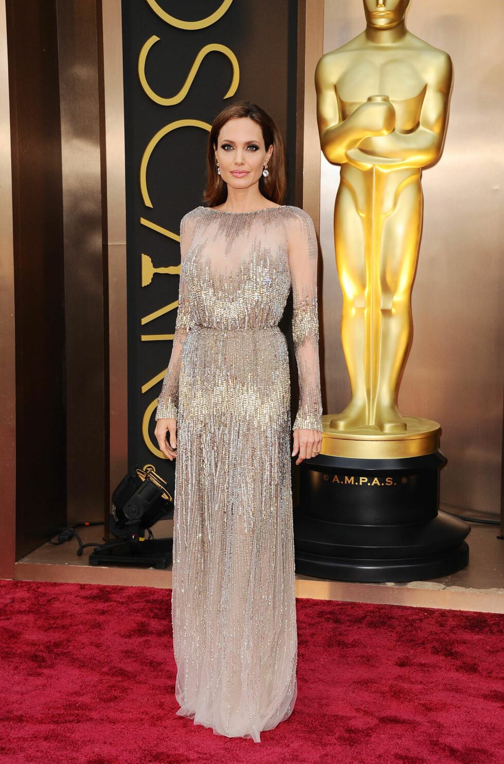 Angelina Jolie i kjole fra Elie Saab. Foto: All Over Press