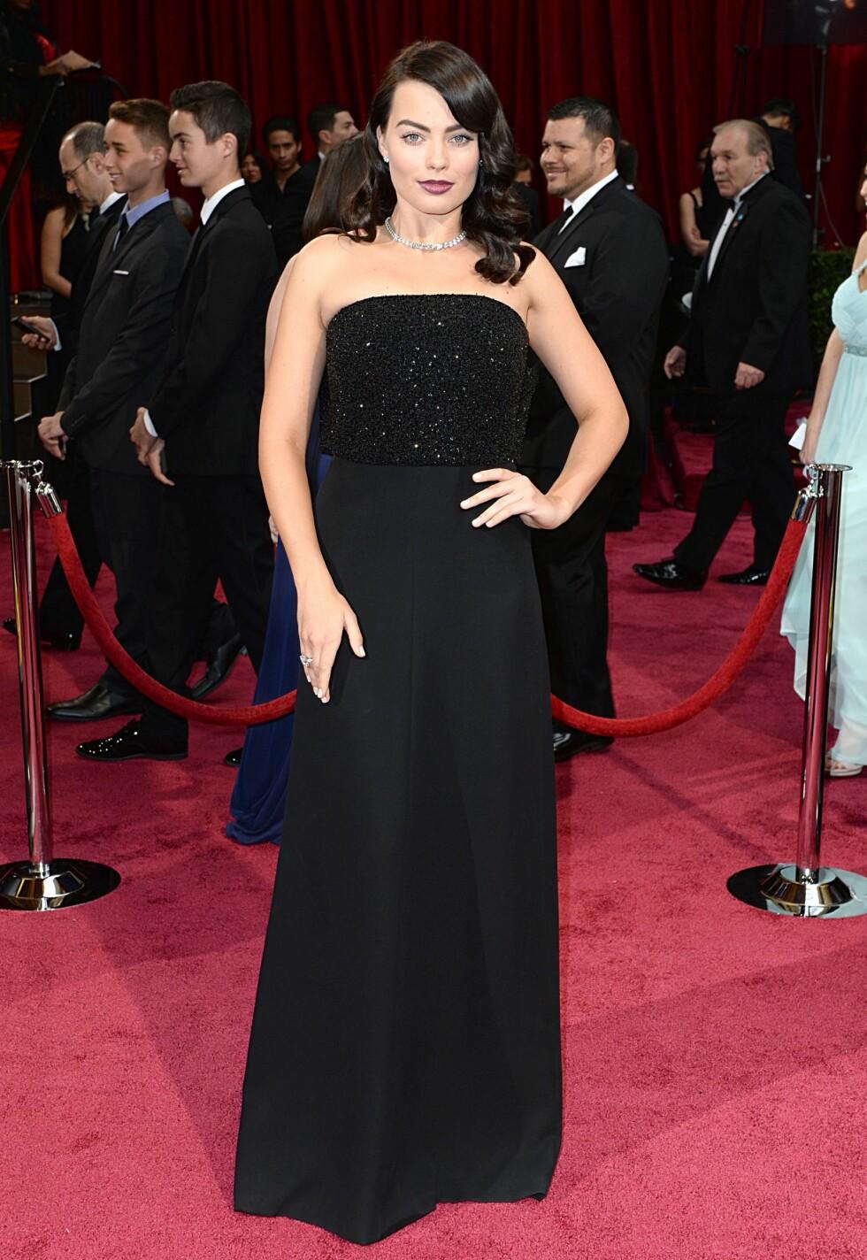 Margot Robbie i kjole fra Saint Laurent. Foto: All Over Press