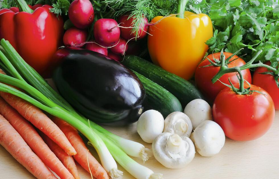 BEST MED ØKOLOGISK? - Den helt store forskjellen ligger i om man i det hele tatt spiser frukt og grønt eller ikke, sier eksperten. Foto: Colourbox