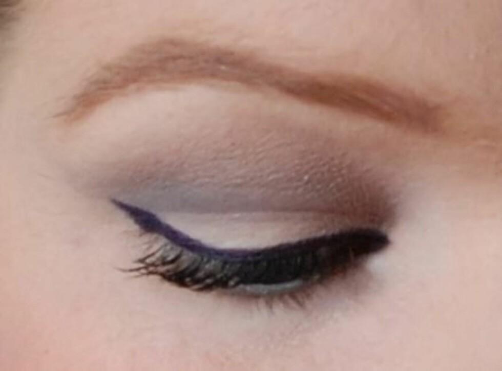 <strong>TRINN 6:</strong> Sjekk at du har fått en så jevn strek som mulig og gå over eventuelle glipper med mer eyeliner. Påfør så mascara, og vips - perfekt eyeliner. Foto: Aina Kristiansen/Pudderkvastrabagast.com