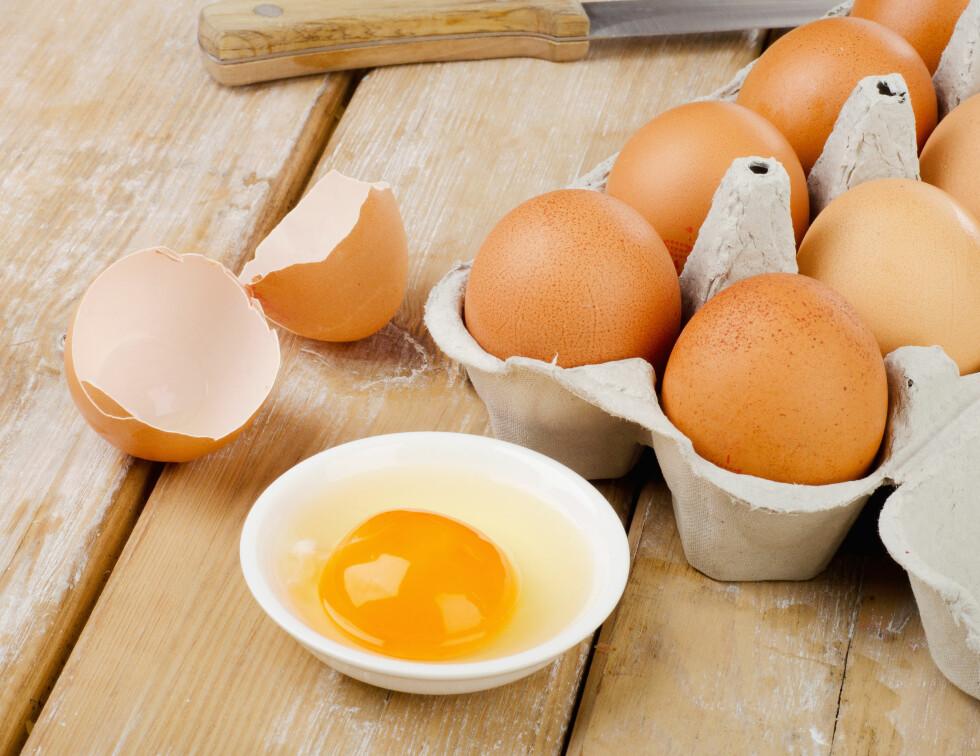 UTGÅTT PÅ DATO: Så lenge eggene ikke lukter råttent kan du fint bruke dem i matlagingen.  Foto: bit24 - Fotolia