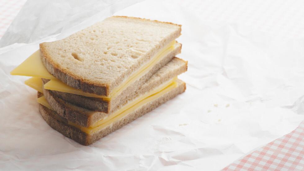 OST OG LYST BRØD: Ikke en optimal matpakke, i alle fall ikke med tanke på sunnhet.  Foto: All Over Press