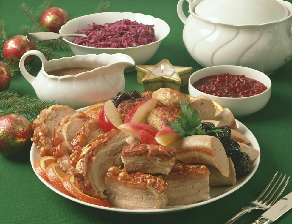 """<strong>JULEMAT:</strong> Mange av oss spiser mye julemat også i før-julstida, og det er ofte denne maten som utgjør størst """"fare"""" når det gjelder de ekstra julekiloene."""