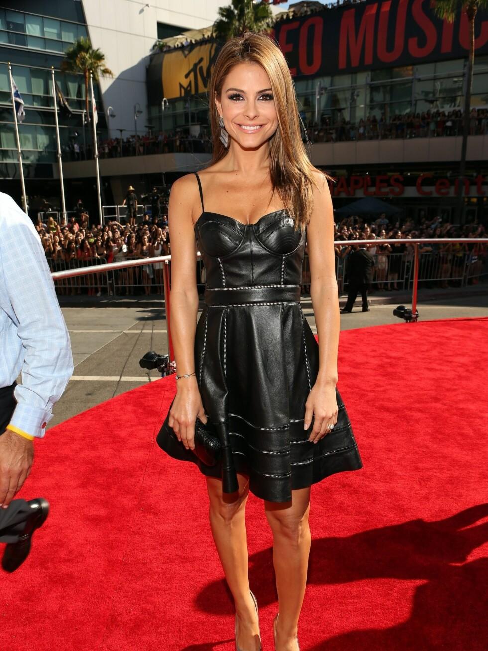 Tv-stjerne Maria Menounos i svart skinn.  Foto: All Over Press