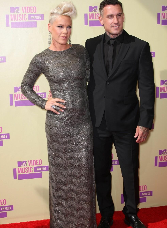Popstjerne Pink og ektemannen Carey Hart på den røde løperen.  Foto: All Over Press