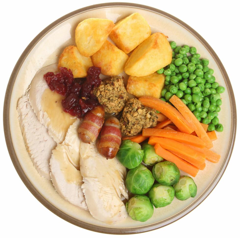 PRIORITER DET GRØNNE: Fyll opp minst en tredjedel av tallerkenen med grønnsaker. Foto: Joe Gough - Fotolia