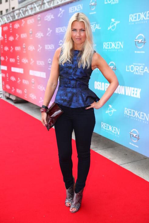 TRENDY I PEPLUM:  KKs moteredaktør Silje Pedersen iført en blå peplumtopp under Oslo Fashion Week.  Foto: Per Ervland