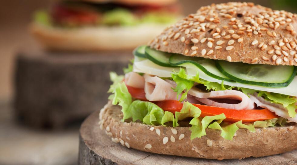 GODT PÅLEGG: Eksperten anbefaler at du velger proteinrikt pålegg som inneholder lite mettet fett. Har du på litt grønnsaker i tillegg får du en skikkelig god frokost. Foto: PantherMedia / Nikolina Petolas