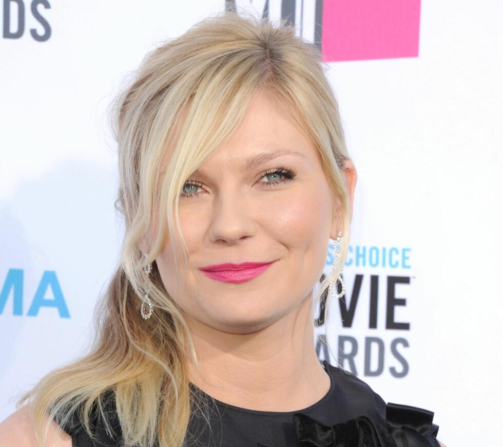 KNALL PÅ KIRSTEN: Kirsten Dunst har falt for trenden og går for knall rosa lepper. Perfekt for deg med en søt, hjerteformet munn. Foto: All Over Press