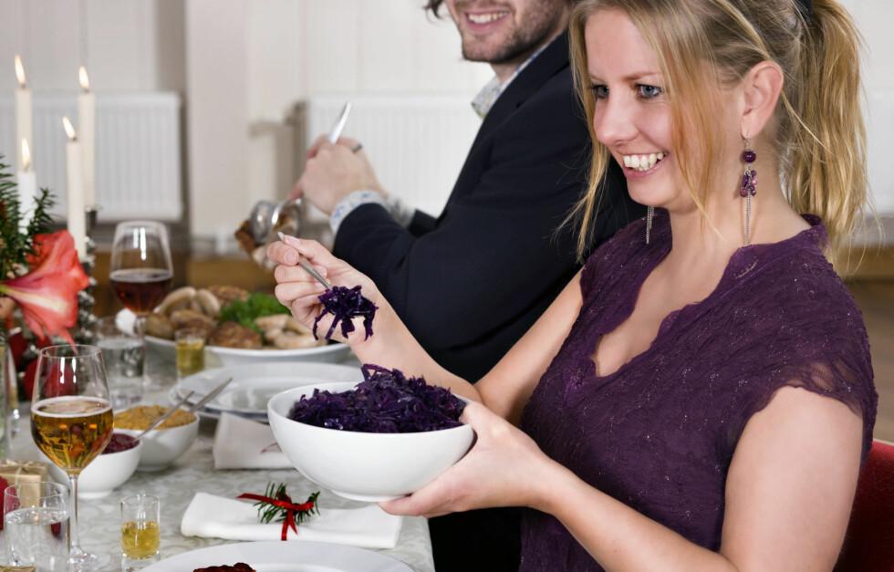 HUSK TILBEHØRET: Kålrotstappe, rosenkål, surkål og tyttebær gir god smak, og er rike på næringsstoffer. Foto: Matprat.no