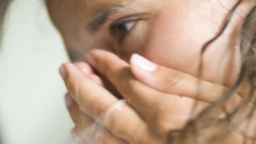 <strong>RENSE HUDEN:</strong> Noe av det viktigste du gjør, er å forebygge med riktig hudpleie, samt å ha en sunn livsstil.  Foto: NTB Scanpix