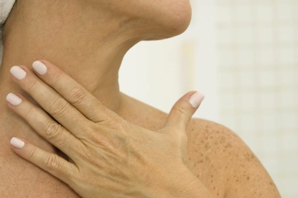 <strong>VÆR OBS:</strong> Overgangene mellom ansikt, hals og bryst er ekstra viktige å passe på når du påfører selvbruning.  Foto: Thinkstock