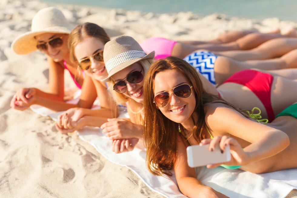 SOL OG UV-STRÅLER: Det aller verste du kan utsette huden for om du vil unngå tydelige og tidlige aldringstegn, er solstråler. Beskytt deg selv med høy solfaktor og unngå sola når den er på sitt sterkeste. Foto: Syda Productions - Fotolia