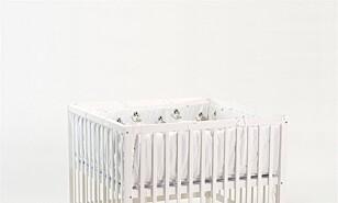 LEKEGRIND: Denne lekegrinden fra BabyTrold kan justeres i to høyder. Foto: Produsenten