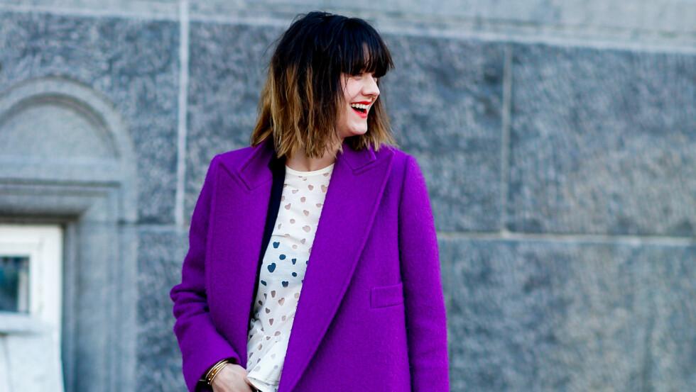 STATEMENTKÅPE: En fargerik jakke er alt som skal til for å gi antrekket det lille ekstra! Foto: Abaca