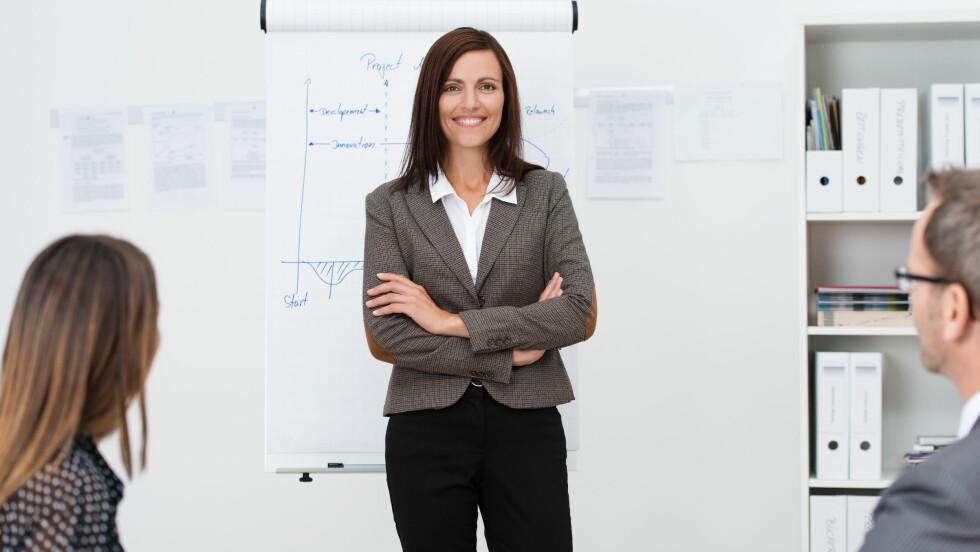 BLI TØFFERE PÅ JOBB: Svært mange kvinner er tilbakeholdne i arbeidslivet - noe som ifølge eksperten henger igjen fra gammelt av. Det er imidlertid bare du som kan snu det! Foto: contrastwerkstatt - Fotolia