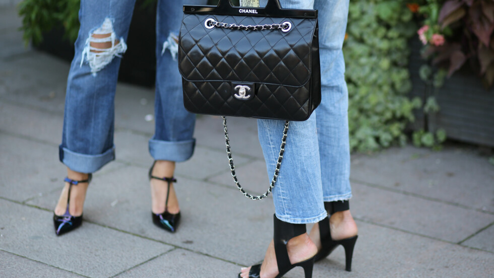 SALG: Nei, du finner kanskje ikke denne Chanel-vesken på årets januarsalg, men du finner så mange andre fine designerskatter lengre ned i saken! Foto: Abaca