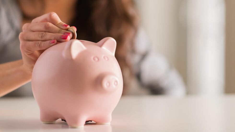 GODE SPARETIPS: Økonomiekspert Maria Setsaas har delt sine 4 beste tips til hvordan du kan spare penger denne våren.  Foto: Shutterstock / Aaron Amat