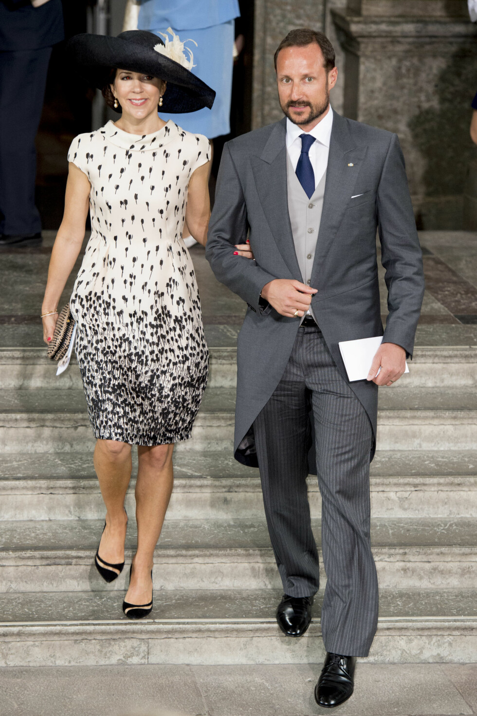 HAAKONS PLUS ONE: Kronprinsesse Mary var kronprins Haakons «date» da prins Oscar ble døpt i mai. Deres ektefeller, kronprinsesse Mette-Marit og kronprins Frederik, var begge faddere til den lille prinsen. Foto: NTB Scanpix