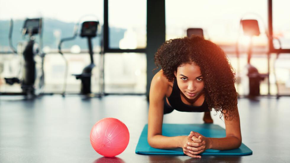TRENING: - Ønsker du å gjennomføre styrketrening og kondisjonstrening samme dag, har studier vist at det lønner seg å starte med styrketreningen, sier ekspert.  Foto: Shutterstock / GaudiLab