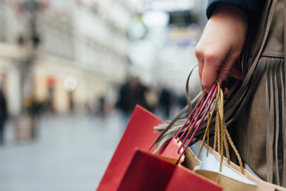 BYTTE VARER: Passet ikke kjolen du fikk til jul kan du alltids bytte i en ny størrelse, eller få en tilgodelapp! Foto: Shutterstock / kikovic