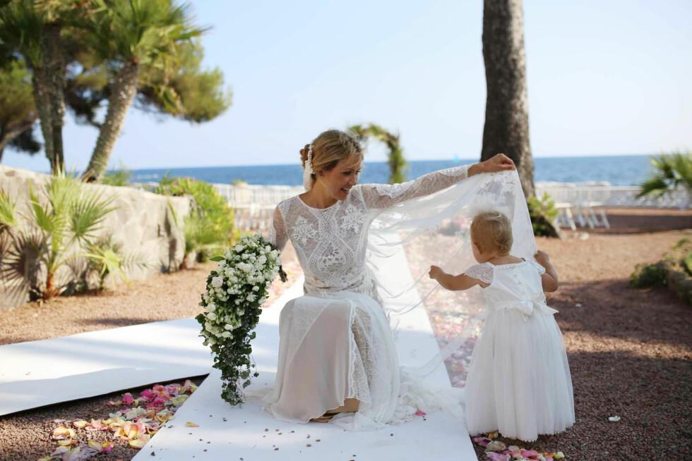 DRØMMEKJOLEN: Anja Johansen drømmer om å få låne stylist Line Langmo sin brudekjole som hun bar da hun giftet seg i 2015. Får hun ønsket sitt oppfylt, tro? Foto:  Foto: Privat