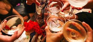 Brunt brennevin og visse rødviner kan for noen gi kraftige plager dagen derpå