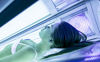 - Risikoen øker jo yngre du er når du begynner å bruke solarium, og jo mer du bruker det