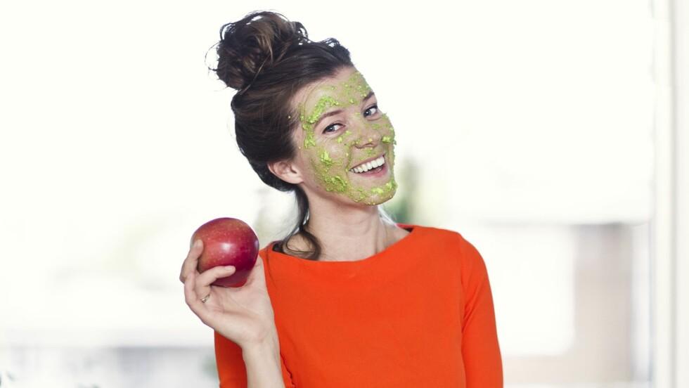 GRØNN PLEIE: Journalist Åslaug Birgitte Græsvold har testst naturlig skjønnhetspleie. Resultatet var noe blandet. Foto: Astrid Waller