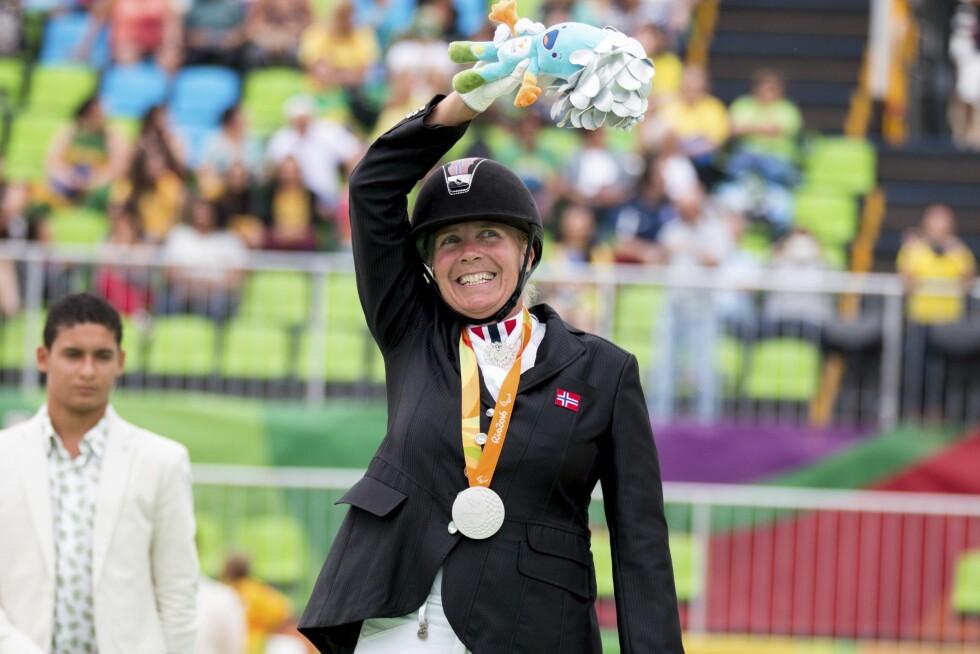 VANT GULL: Ann Cathrin Lübbe vant gull med Donatello under Paralympics i Rio i september. Foto: Privat