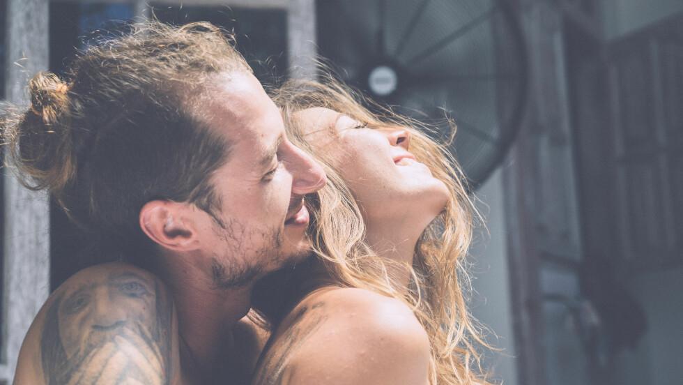 SEXSTILLINGER: Mange kvinner sliter med å få orgasme under samleie.  Foto: Shutterstock / KIRAYONAK YULIYA