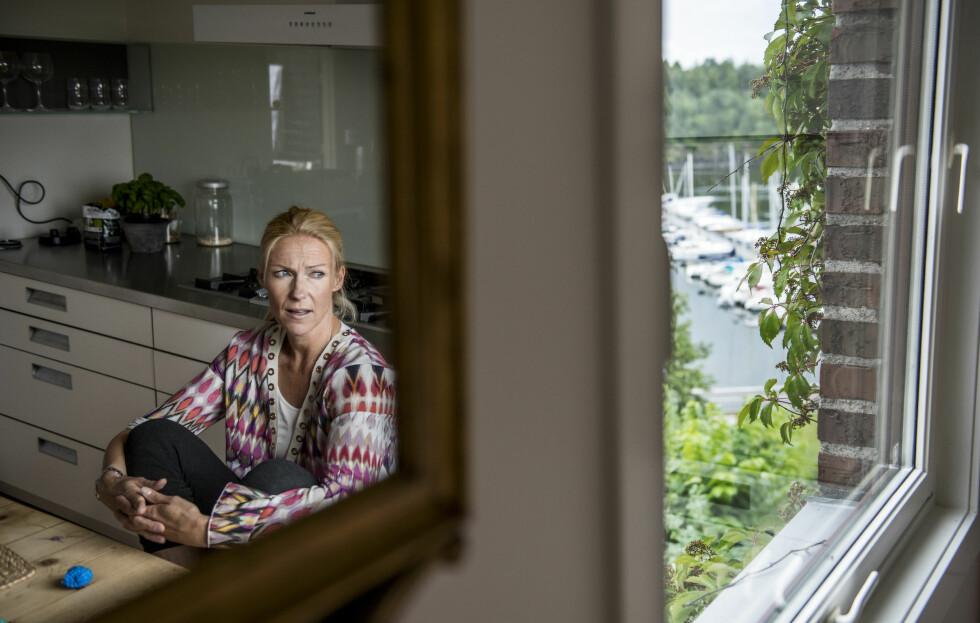 «SJEKKER INN»: Programleder Helene Sandvig forteller at det har vært viktig for henne å gå inn i dette, uten å være redd for å trå feil hele tiden.  Foto: Klaudia Lech/VG