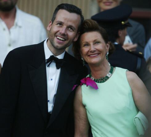 PRINSESSEBRYLLUP: Ari Behn og hans svigermor dronning Sonja. - Vi vil ha et godt forhold til Ari også i fremtiden, sa dronning Sonja etter at skilsmissen mellom Märtha og Ari var et faktum. Foto: NTB scanpix