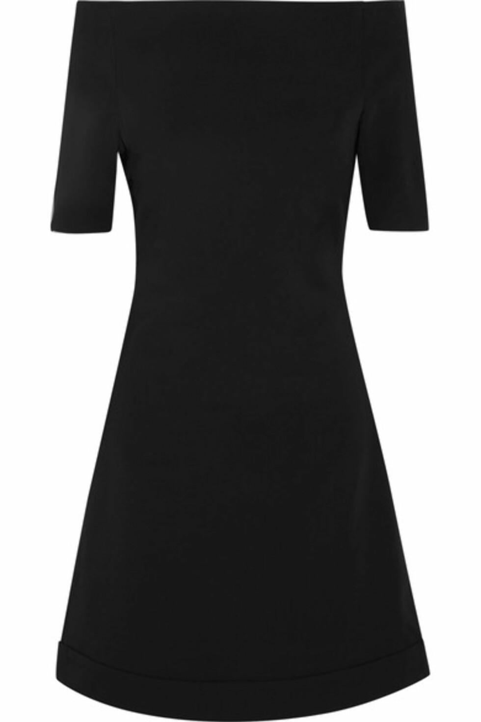 Kjole fra Toteme via Net-a-porter.com | kr 3020 | https://www.net-a-porter.com/no/en/product/756655/toteme/laciana-crepe-mini-dress