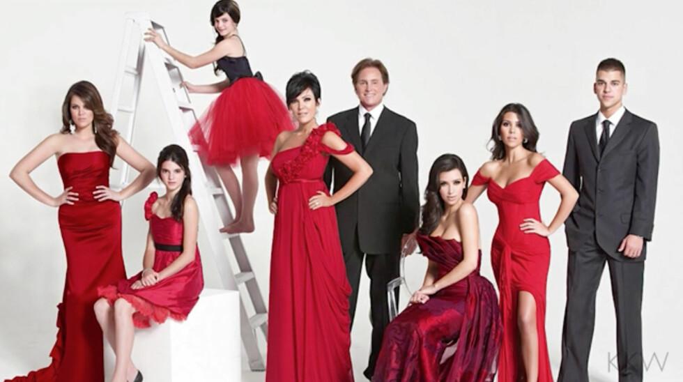 2008: Dette er virkelig et tematisk kort hvor alle er kledd i julefargen, rød. Og se hvor små Kylie og Kendall var! Foto: Xposure