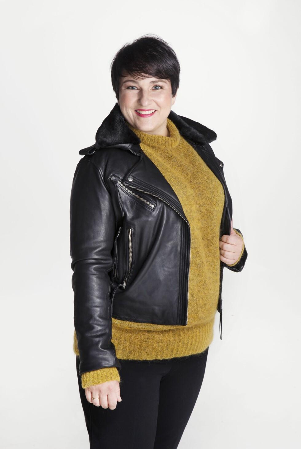 SAMME JAKKE: Skinnjakke  (kr 3999, Anemone/Fashion &Brands), genser (kr599) og bukse (kr399, begge fra Lindex). Foto: Yvonne Wilhelmsen
