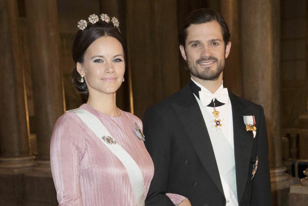 EN ROSA DRØM: Prinsesse Sofia i en rosa plissé-kjole fra Stylein og et diadem som er dronning Silvia, kronprinsesse Victoria og prinsesse Madeleines favorittdiademer. Her med ektemannen Carl Philip.  Foto: NTB Scanpix